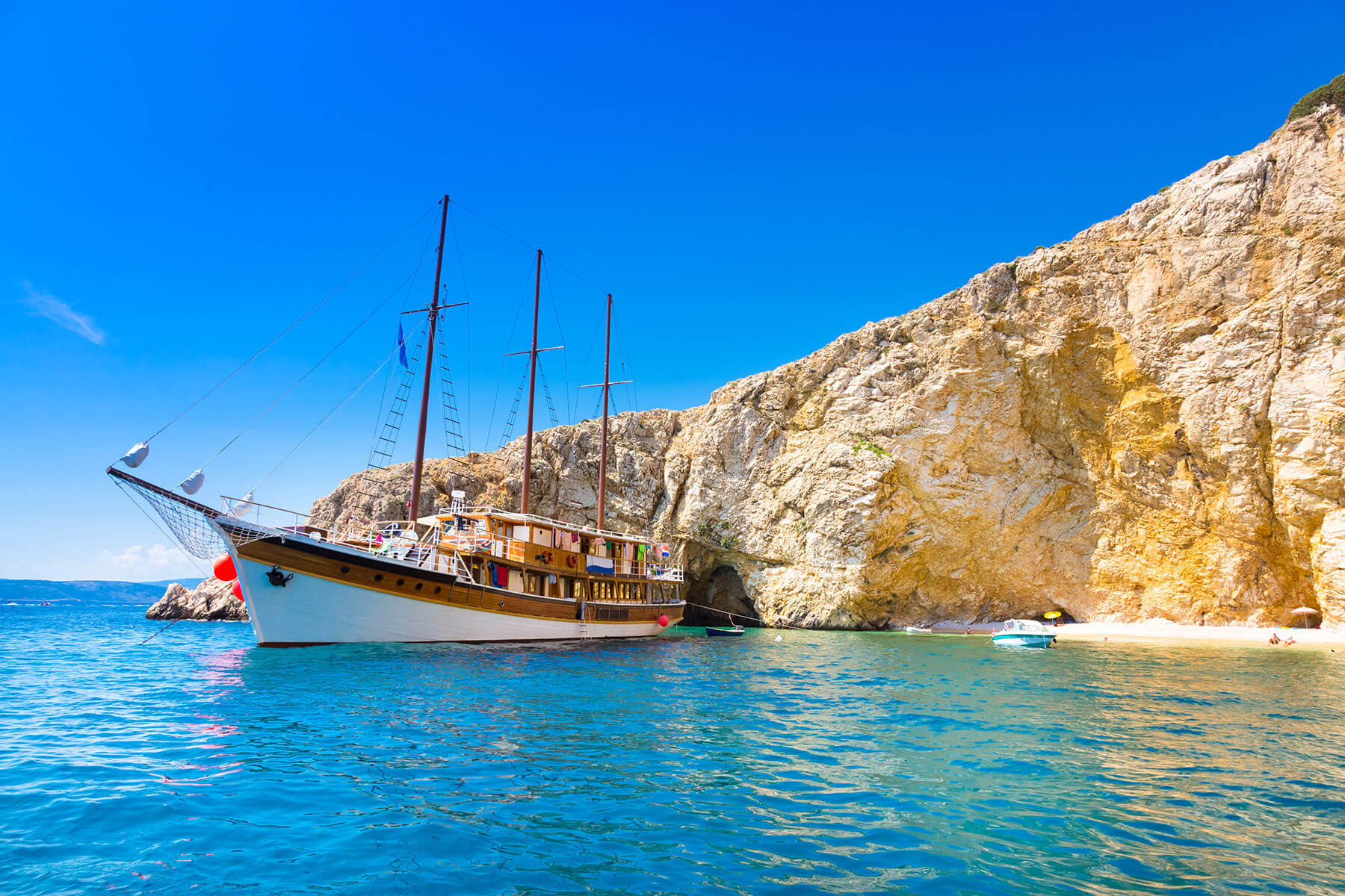 best-place-to-go-on-a-sailing-vacation-sailing-in-croatia-benefits