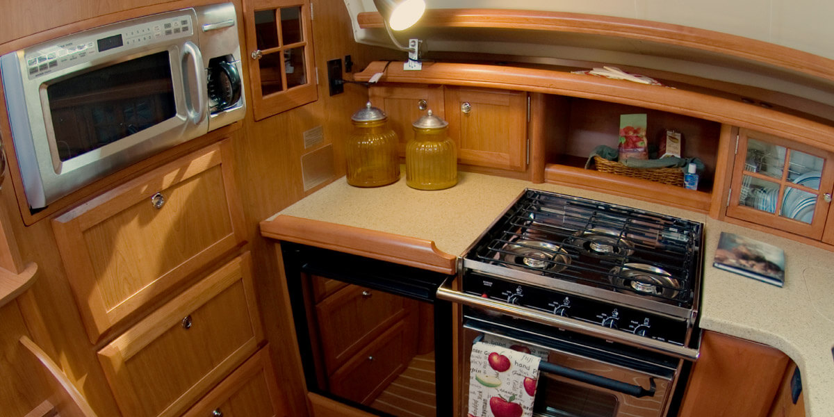 sailboat-kitchen-how-to-cook-on-a-boat