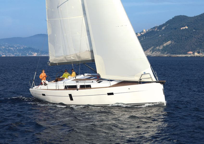 5-reasons-you-should-choose-hanse-445-for-your-sailing-holiday-with-family-and-friends