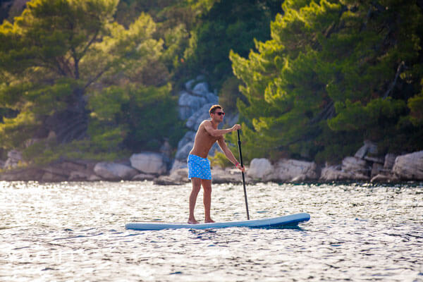 how-to-exercise-on-a-sailboat-sailing-in-croatia-sup-kayak
