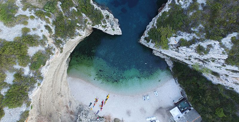 best-beaches-on-island-vis-beach-stiniva