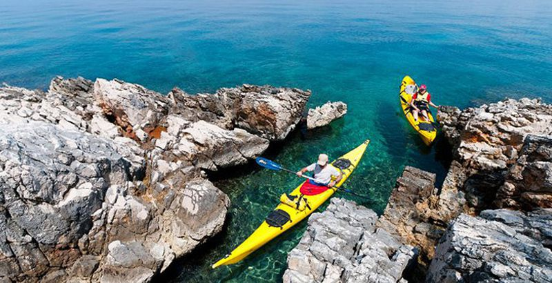 sea-kayaking-island-brac-sailing