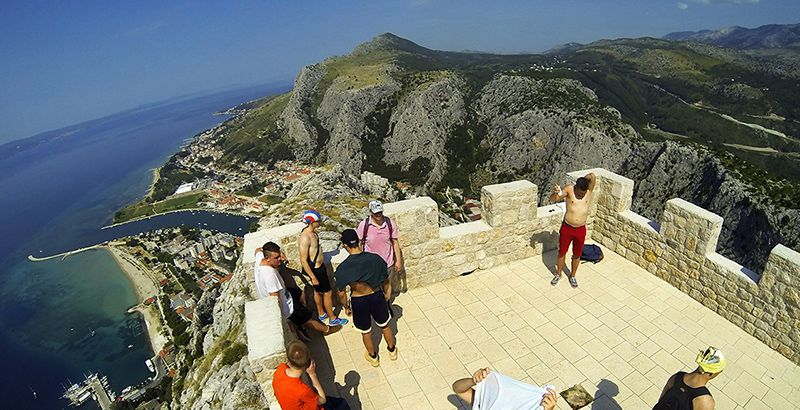 omis-hiking