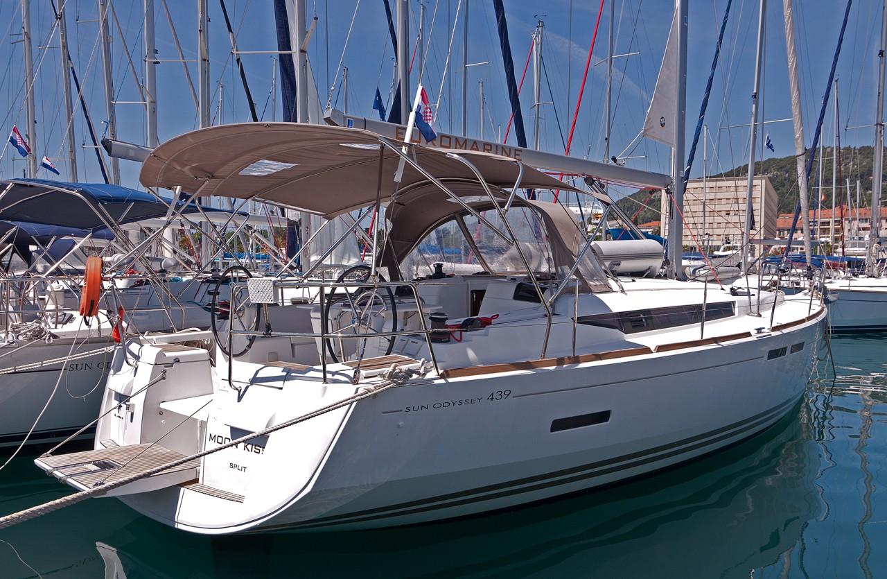 Sailing yachts Sun Odyssey 439 Moon Kiss
