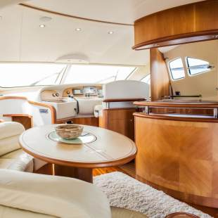 Luxury yachts Aicon 56 S Fly Senza Parole