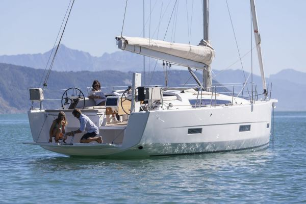 Sailing yachts Dufour 430 GL Victoria