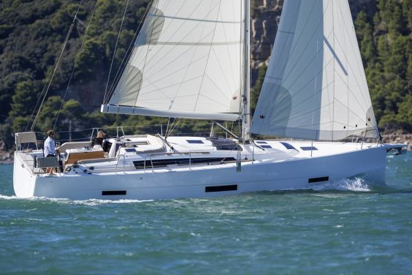 Sailing yachts Dufour 430 GL Manora