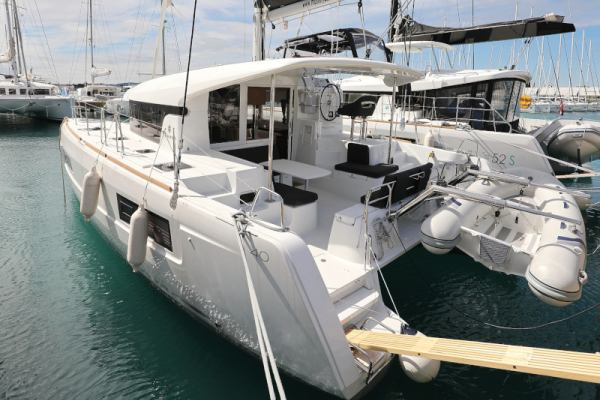 Catamarans Lagoon 40 - 3 + 2 cab THE CURE AC Generator OWNER VERSION