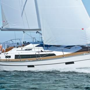 Sailing yachts Bavaria Cruiser 37 - 2 cab. Swing