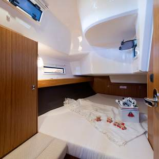 Sailing yachts Bavaria Cruiser 37 - 3 cab. Hang Loose