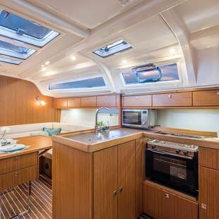 Sailing yachts Bavaria Cruiser 37 - 3 cab. Smiley