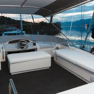 Motor boats MYACHTS 18 / Fairline 59 - 3 + 1 ca Happy Factory, renewed 2017