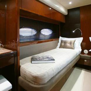 Luxury yachts Princess 72 Flybridge - 4 + 1 cab. Champion