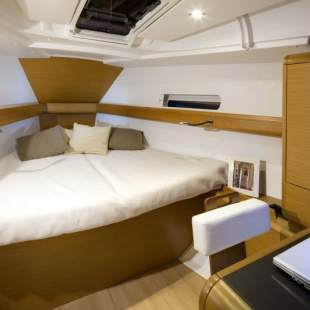 Sailing yachts Sun Odyssey 409 Traveller
